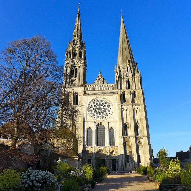 What is true about Gothic Cathedrals ?(Picture 1) A  They do